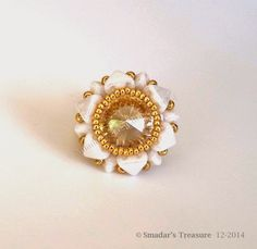 Free tutorial with 2-hole triangle beads from Smadarstreaure. #Seed #Bead #Tutorials