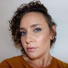 Makeup of the day: glowing natural look. Natural Looks, Nars, Selfies, Makeup Looks, Glow, Instagram Posts, Natural Styles, Sparkle, Natural Makeup Looks