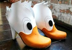 Oct 2015 - There are some wildly creative shoe designs out there. Would you wear them? See more ideas about Creative shoes, Shoes and Crazy shoes. Creative Shoes, Unique Shoes, Funny Shoes, Weird Shoes, Crazy Heels, Duck Shoes, Duck Face, Paris Mode, Shoe Art