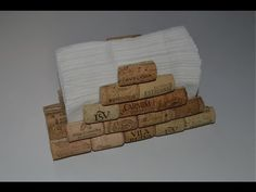 servilletero con tapones de corcho - How to make a napkin holder with corks (Bottle Holder How To Make) Wine Craft, Wine Cork Crafts, Bottle Crafts, Diy Cork, Wine Cork Coasters, Wine Cork Projects, Wine Cork Art, Champagne Corks, Wine Bottle Corks
