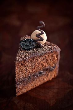 Chocolate Prunes Cake by laperla2009, via Flickr > Rem