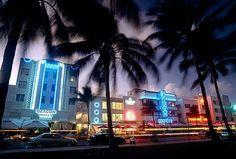 Miami Beach: Cars pass hotels on Ocean Drive, Miami at dusk. Hotels in Ocean Drive!