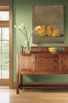 Stylish and functional, this Stickley Mission collection sideboard creates a pretty dining room tableau Furniture Outlet, Fine Furniture, Discount Furniture, Furniture Projects, Furniture Design, Furniture Decor, Craftsman Dining Tables, Craftsman Furniture, Prairie Style Architecture