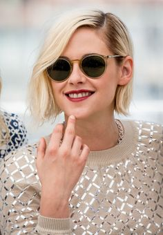 Kristen Stewart: How To Style The Platinum Bob — Sascha Breuer - Getunte Motorräder Blonde Bob Hairstyles, Short Hairstyles For Women, Celebrity Hairstyles, Straight Hairstyles, Pretty Hairstyles, Kristen Stewart Short Hair, Melena Bob, Platinum Blonde Bobs, Locks