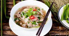 Faites-vous plaisir en cuisinant la spécialité du Vietnam: le pho! Cette recette de soupe tonkinoise se fait rapidement afin de vous régaler en moins de deux!