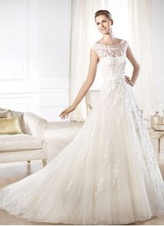 A-Line/Princess Scoop Neck Court Train Tulle Lace Wedding Dress With Beading Appliques Lace Bow(s)