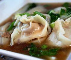 Depuis un mois j'ai une rage de manger asiatique. Comme le resto du coin est fermé, j'ai décidé de m'y remettre et d'en cuisiner MOI même. ... Wontons, Mets, Coin, Chinese, Ethnic Recipes, Buffet, Blog, Eat, Cooking Food