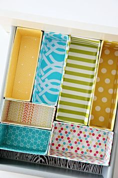 Great budget DIY project for making drawer dividers out of cereal boxes! A cheap, easy and decorative way to keep your drawers more organised in any room of the house/getting organized/ Diy Projects To Try, Home Projects, Organizar Closet, Diy Rangement, Diy Casa, Ideas Prácticas, Room Ideas, Craft Ideas, Ideas Para Organizar