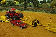 Model Farm Monday Week 187 | Customs & Display Journals ® | Toy Talk | The Toy Tractor Times Online Magazine
