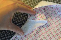 Essuie-tout lavable - Flo les mains - Blog DIY - Éducation positive - Zéro déchet Dyi, Textiles, Fabric, Blog, Fruit, Bottle, Decor, Scrappy Quilts, Bags
