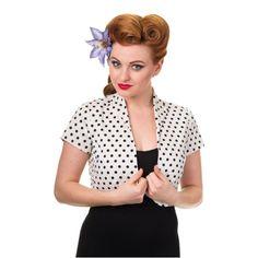 Bolero k šatům Banned White Polka Krásné bolerko v bílé barvě s nadčasovým menším černým puntíkem - jako doplněk k šatům nebo k sukni s topem, pro chladnější rána či večery nebo pro dámy, co si chtějí zakrýt ramena či paže. Provedení podobné krátkému sáčku, podšité, materiál pevnější strečová bavlna, dobře drží tvar.