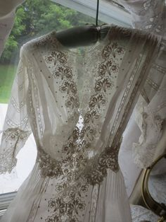 Exquisite Victorian Edwardian ORNATE LACE and Batiste GOWN