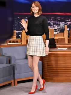 Emma Stone Photos - Emma Stone Visits 'The Tonight Show Starring Jimmy Fallon' at Rockefeller Center on October 2014 in New York City. - Emma Stone Visits 'The Tonight Show' Emma Stone Jimmy Fallon, Estilo Emma Stone, Emma Stone Red Carpet, Glamour Mexico, Estilo Preppy, Looks Black, Plaid Skirts, Celebs, Celebrities