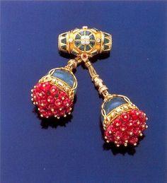 Duchess of Windsor cherries brooch,  Duchess Of Windsor Wallis Simpson.....Uploaded By www.1stand2ndtimearound.etsy.com
