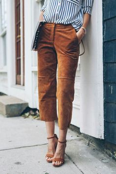 suede pants for work! Cropped Suede Pants for work styled by Jess Kirby of Prosecco & Plaid Linen Pants Outfit, Plaid Pants Outfit, Culottes Outfit, Brown Pants Outfit For Work, Jeanne Damas, Suede Pants, Leather Pants, Orange Camo Pants, Office Wear