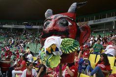 La porra de los Diablos no reparó en apoyar al equipo en todo momento aunque sí recriminaban la mala salida de los capitalinos