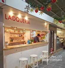 LA COQUERIA. Mercat de Santa Catalina, parada, 13. Plaça Navegació, s/n. Palma de Mallorca. Tel. 971.873934. Coques, menja Mallorquina. El que s'hi posa damunt canvia constantment segons la temporalitat dels productes.