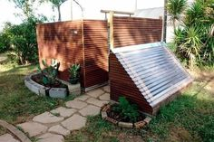 Looking for some outdoor shower ideas? Check out these pictures from HouseLogic that showcase simple ideas, from outdoor solar showers to pet showers. #outdoorshowerideas