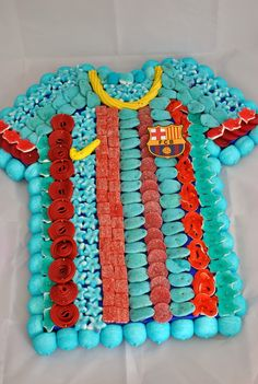 LOS DETALLES DE BEA: Tarta de chuches Birthday Party Decorations Diy, Birthday Crafts, Easy Cakes For Kids, Sweetie Cake, Bar A Bonbon, Candy Cakes, Chocolate Bouquet, Candy Bouquet, Candy Gifts