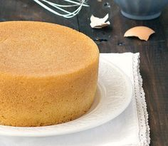 Pan di Spagna (Italian sponge cake)- make it from scratch with only 3 ingredients: flour, sugar, and eggs. In the traditional recipe there is no baking powder, butter, or oil! This is the best sponge cake recipe ever! Italian Sponge Cake, Italian Cake, Italian Desserts, Cake Cookies, Cupcake Cakes, Cupcakes, Poke Cakes, Layer Cakes, Bolo Chiffon
