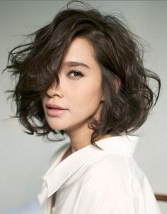 20 short wavy hairstyles for girls. Ideas about short wavy hair. Short hairstyles for wavy hair. Messy Short Hair, Short Hair Cuts, Messy Bob, Thick Hair, Tousled Bob, Short Curls, Short Waves, Curly Short, Wavy Perm Short Hair