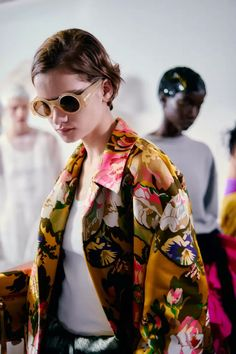 See all the Backstage photos from Dries Van Noten Spring/Summer 2020 Ready-To-Wear now on British Vogue Women's Summer Fashion, Fashion 2020, Love Fashion, Fashion Brands, Womens Fashion, Fashion Design, Style Outfits, Cool Outfits, Sunnies