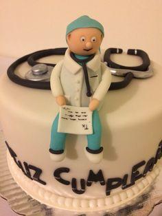 Pastel de cumpleaños en Fondant para médico #soycupcake #alexledesma
