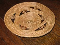 Coiled Florida pine needles with walnut slices to create a lacey effect