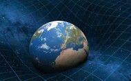 Un gruppo di ricerca del laboratorio LENS dell'Università di Firenze e dell'INFN ha determinato, per la prima volta in modo diretto, la curvatura del campo gravitazionale indotta da una massa, misurando la caduta nel vuoto di nubi di atomi di rubidio ultrafreddi. Le possibili applicazioni del risultato sono nel campo delle prospezioni geologiche, in cui le misurazioni di gravità sono molto usate, o ancora nella messa a punto di un analogo gravitazionale del metal detector