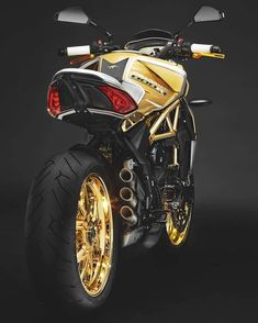 The luxury gold shower. Moto Bike, Motorcycle Bike, Motorcycle Exhaust, Motorcycle Design, Bike Design, Vintage Motorcycles, Custom Motorcycles, Mv Agusta Dragster, Ducati Scrambler