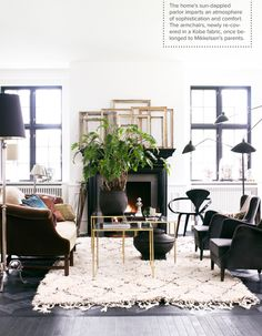 This room is perfection. Loveee that rug! {Dec 2012 Lonny}
