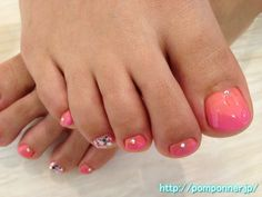 Coral and pink gradient nail foot    コーラルとピンクのグラデーションフットネイル