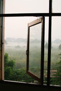 Obtenez un devis gratuit pour refaire vos fenêtres et portes !  À l'heure de choisir ses portes et ses fenêtres, différentes questions doivent se poser : quelle matière choisir ? Quel type de vitrage ? Comment optimiser l'ensoleillement naturel ? Quel type d'ouverture privilégier ?   Trouvez le pro de vos rêves pour refaire la menuiserie de votre habitat ! #fenêtre #menuiserie