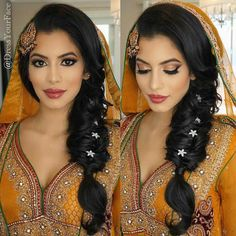 To find them. Hair & Makeup and Dupatta Setting by me Indian Wedding Makeup, Asian Bridal Makeup, Bridal Hair And Makeup, Hair Makeup, Asian Bridal Hair, Eye Makeup, Wedding Mehndi, Bridal Mehndi, Mehndi Hairstyles