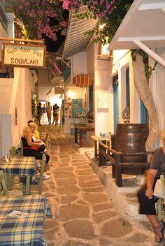 Village of Naoussa on de island of Paros, Cyclades_ Greece