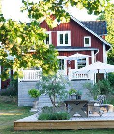 Urban Farmhouse, Modern Farmhouse Style, Vintage Farmhouse, Red Houses, Nice Designs, Farmhouse Architecture, Cabin Fever, Yards, My House