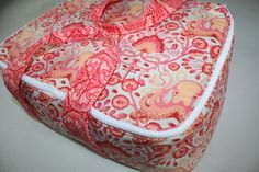 """This casserole carrier is the perfect companion to your holiday meal. It conveniently holds a 13"""" x 9"""" baking dish. Sturdy straps and an insulated lining make this bag the perfect treat for yourself, or awe-inspiring as a hostess gift. Get the Hot Casserole Carrier - Free Sewing Tutorial"""