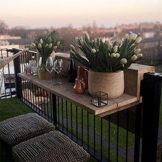 Make a bar for your balcony - Rebekah Osgood - Dekoration - Varanda Small Balcony Design, Small Balcony Decor, Balcony Plants, Outdoor Balcony, Balcony Ideas, Balcony Railing Planters, Balcony Privacy, Modern Balcony, Balcony Gardening