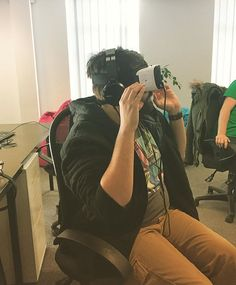 What have we been doing this afternoon?? We show our new #QATester James some awesome #VR #software... Think he was a little #spooked! #gaming #virtualreality #virtualdinosaurs #gamingapp #vrsoftware #vrgame #vrexperiences #brighton #thisisbrighton #games #westpierstudio