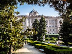Madrid – Spaniens Hauptstadt ist ein Statement und lockt jährlich unzählige Touristen an. Ich zeige euch die Stadt hautnah, damit ihr für euren Besuch bestens vorbereitet seid und kein Highlight verpasst!
