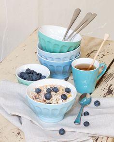 Ceramic bowls in blue tones. #søstrenegrene