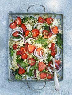 Bulgur- och spenatsallad med jordgubbar och ädelost – Systrarna Eisenman Caprese Salad, Bruschetta, Food Hacks, Vegetable Pizza, Vegetables, Ethnic Recipes, Recipe Tips, Lisa, Bulgur