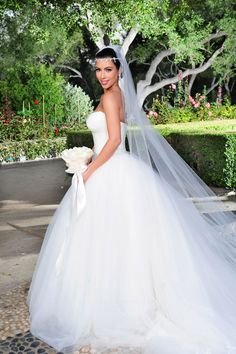 8d4cc3331e5 9 of the Most Expensive Celebrity Wedding Dresses Ever