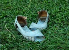 Save your scuffy, smelly shoes! http://thehairpin.com/2011/05/ask-a-clean-person-smelly-scuffy-and-dirty-shoes/