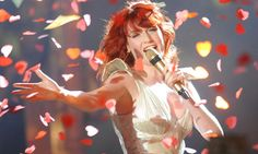 heart confetti! florence welch :)