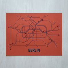 Berlin Linepostersérigraphie  corail/Navy par LinePosters sur Etsy, $30.00
