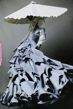 a new experimental silhouette with ruffles and alteration of scale in the head piece is a form of queer avant guard. Fashion Art, High Fashion, Fashion Outfits, Fashion Design, Couture Fashion, Fashion Quiz, Fashion Forms, Baroque Fashion, 80s Fashion