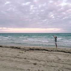 Des jeux de plage 🌴 #sunsetbeachpic #welldeserved #balharbour #beach #miami #miamibeach #frero #baselweekendFINISHED #sunset #acomplishedbasel #repos Beach Pictures, Miami Beach, Modern Art, Maine, Museum, Sunset, Photo And Video, Lifestyle, City