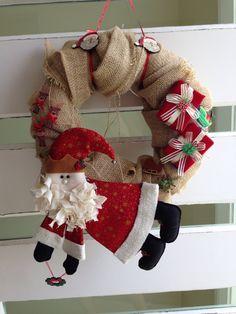 Guirlanda de Natal! Eu que fiz! papai Noel feito na aula com sinhá linha!
