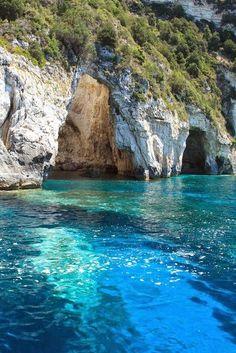 Risco de agua turquesa, en Karpathos, Grecia